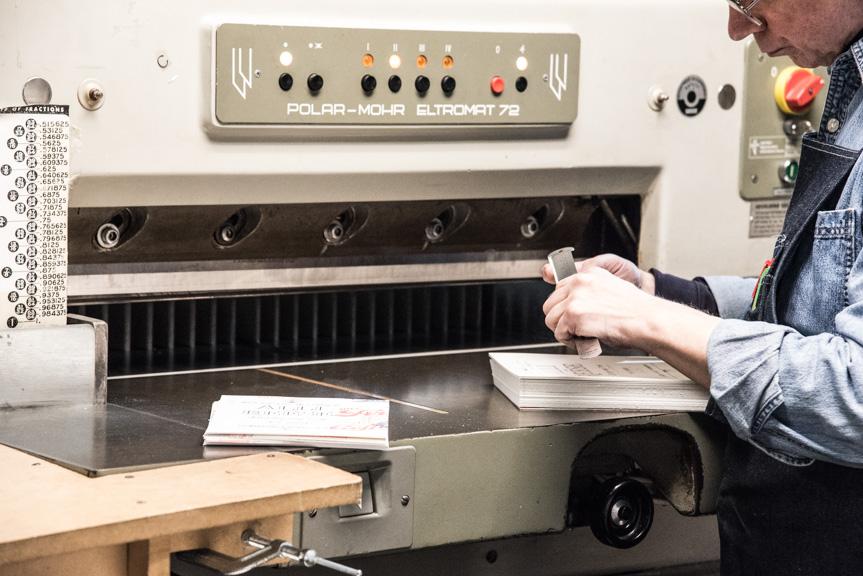 blog-photo-time-experience-letterpress-printing-pressman-quality-control-measure-cutting