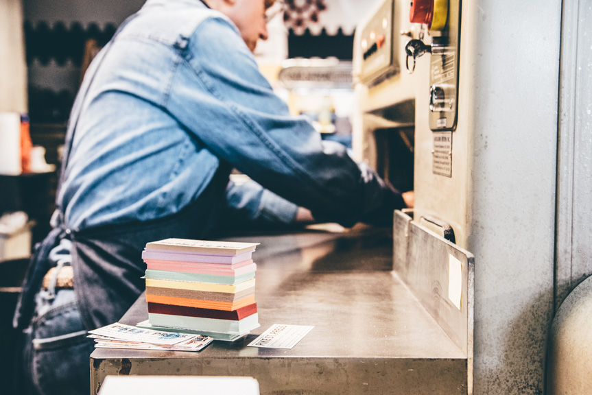 blog-photo-time-experience-letterpress-printing-pressman-quality-control-measure-cutting-business-custom
